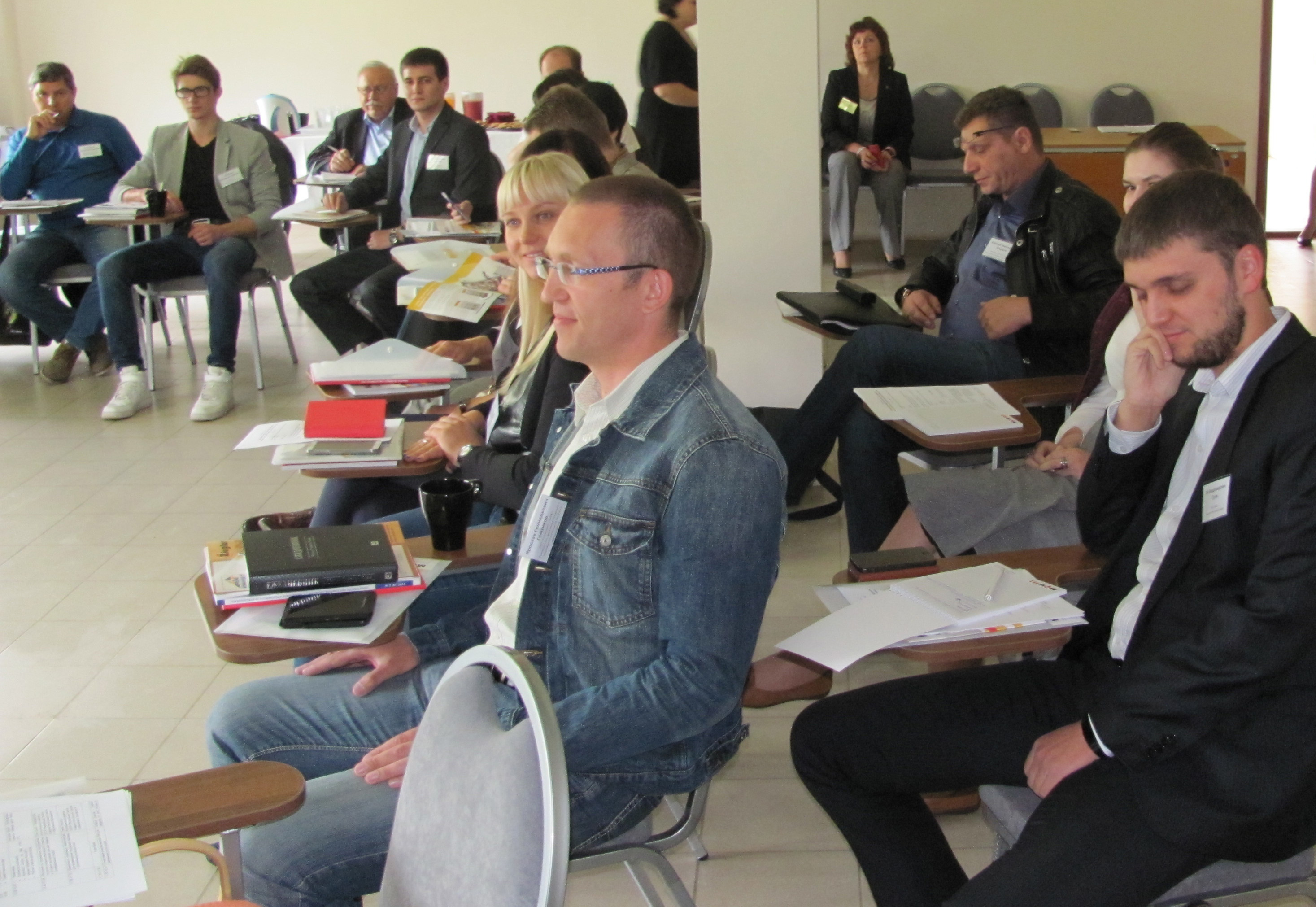 На территории МФЦ-112 прошел круглый стол «Повышение конкурентоспособности предприятия пожарно-спасательной отрасли в условиях ценовых войн».
