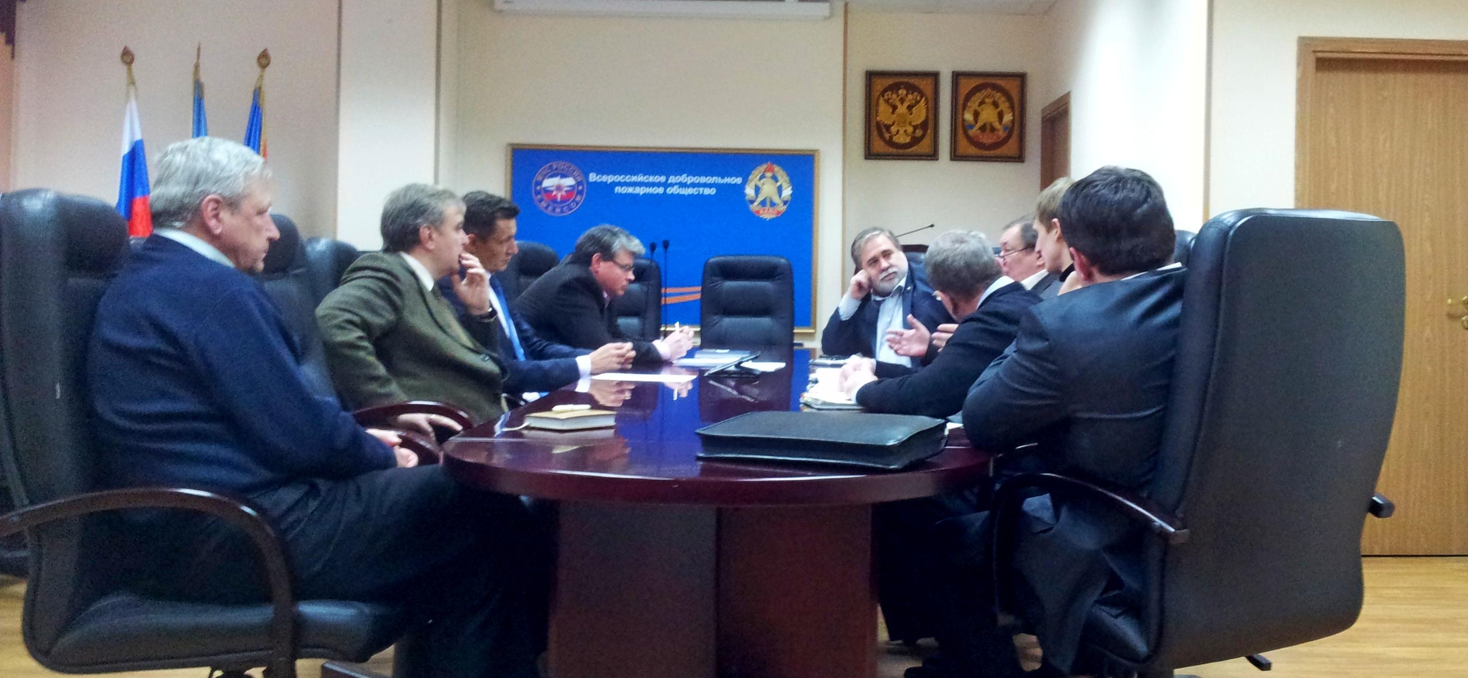 В Центральном Совете ВДПО состоялось заседание отраслевых объединений по вопросу проведения испытаний продукции пожарно-спасательного назначения, установленной и эксплуатируемой на социально-значимых объектах.