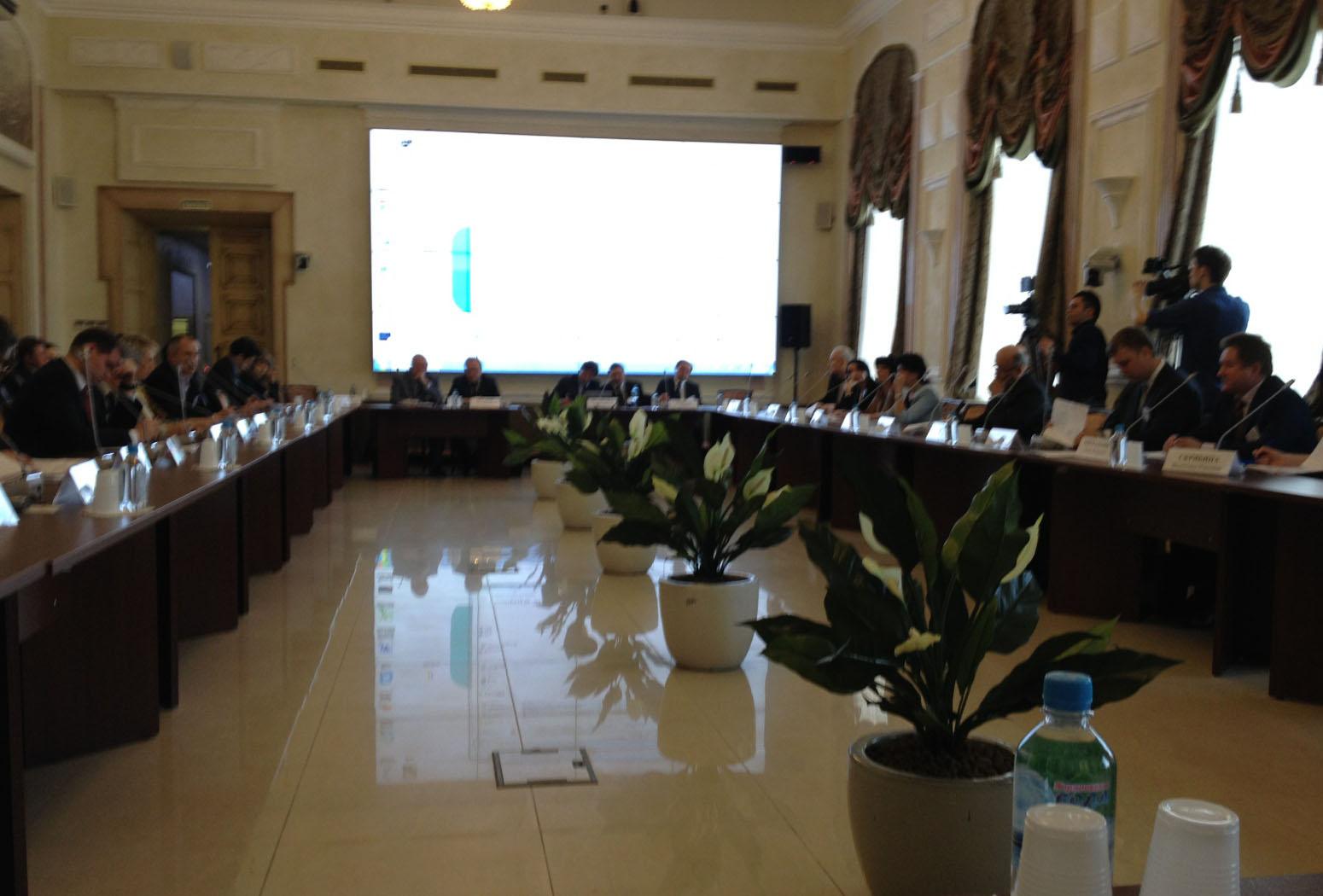 В главном зале Общественной палаты РФ состоялся круглый стол «Актуальные вопросы гармонизации национальных стандартов и совершенствования правоприменительной практики по сертификации с учетом вступления России в ВТО».